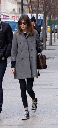 Alexa chung grey coat back converse red lipstick Tokyo Fashion, New York Fashion, Fall Outfits, Casual Outfits, Alexa Chung Style, Cannes Film Festival, Mode Inspiration, Mode Style, Her Style