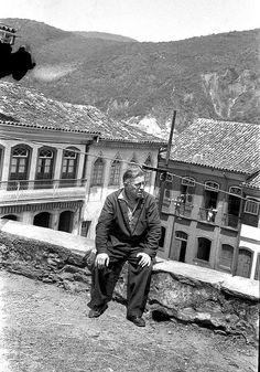 Jean-Paul Sartre em Ouro Preto (MG), em 1960, fotografado pela escritora Zélia Gattai