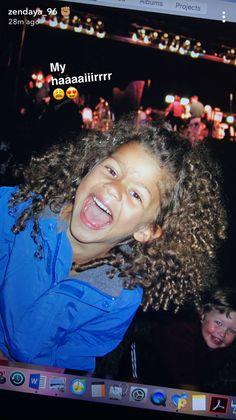 Baby Zendaya still a queen 👑 😍 Mode Zendaya, Estilo Zendaya, Zendaya Outfits, Zendaya Style, Zendaya Hair, Zendaya Coleman, Pretty People, Beautiful People, Curly Hair Styles
