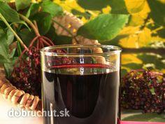 Bazový likér - Vyrobte si doma vlastný likér. Chuťou pripomína griotku. Chutney, Red Wine, Shot Glass, Alcoholic Drinks, Smoothie, Rum, Sweets, Cooking, Tableware