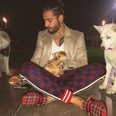MaLuMa.☄ White Outfit For Men, White Outfits, Maluma Style, Royal Fashion, Mens Fashion, Gucci Men, Hello Gorgeous, Gucci Shoes, Man Crush