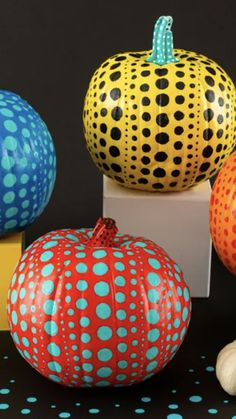 It's time to put your pumpkin decorating skills to the test! This Halloween, skip the carving and give this playful polka dot DIY a try. Inspired by Japanese contemporary artist Yayoi Kusama, the final result is something you definitely won't mind leaving out on your front porch past the spooky holiday. Keep scrolling ahead for the entire easy tutorial. Yayoi Kusama, Diy Pumpkin, Painted Pumpkins, Pumpkin Decorating, Halloween Pumpkins, Contemporary Artists, Front Porch, Polka Dot, Christmas Bulbs