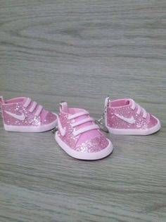 1 million+ Stunning Free Images to Use Anywhere Baby Doll Shoes, Baby Dolls, Moldes Para Baby Shower, Baby Shoes Tutorial, Doll Face Paint, Shoe Template, Doll Shoe Patterns, 2 Baby, Girls Dress Shoes