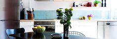 Glassy tiles / open shelves. Interiørfotos fra lejlighed på vesterbro - køkken
