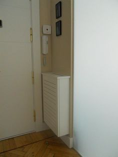 INTERIORISMO Y DECORACION.: LOS CUBRE-RADIADORES. Lockers, Locker Storage, Door Handles, Doors, Furniture, Ideas, Home Decor, Home, Handmade Home Decor