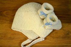 Ensemble de naissance bonnet et chaussons tricotés main : Mode Bébé par bebe-croisette