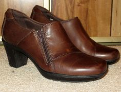 Woman's Clarks Bendables Brown Leather Ankle Boots Size 6M
