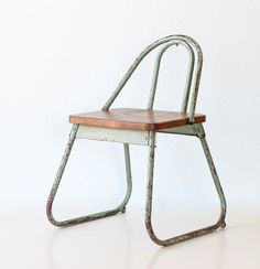 Curvaceous and Squat Vintage School Chair  Child Size Green School Chair por bellalulu,
