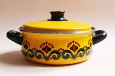 Vintage Enamel Cooking Pot With by LAtelierDeNanaH on Etsy #vintage #enameledpot #cookingpot #enameledpan #enamelware #kitchenalia #saucepan #casserole #retro #homedecor #bohemiandecor #seventiesfloralpattern #colorful #yellowenamel #foralpattern #60s #70s #cookware #giftforher #kitchendecor #madeinfrance #vintagefr #homedecor #inspiration #latelierdenanah #vintagestore #etsystore #vintageshop #vintagefr #upcycledplanterpot #countrycottage