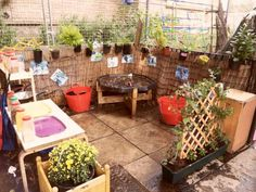 Outdoor Play Kitchen, Diy Mud Kitchen, Outdoor Play Spaces, Kitchen Ideas, Real Kitchen, Mud Kitchen For Kids, Outdoor Kitchens, Outdoor Rooms, Outdoor Living