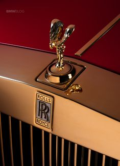 These two gold-infused Rolls-Royce Phantom cars are destined for the 13 hotel in Macau! Check out more details about these Gold-Infused Rolls-Royce Phantom! Rolls Royce Phantom, Luxury Car Logos, Top Luxury Cars, Classic Sports Cars, Classic Cars, Bmw, Rolce Royce, Voiture Rolls Royce, Rolls Royce Logo