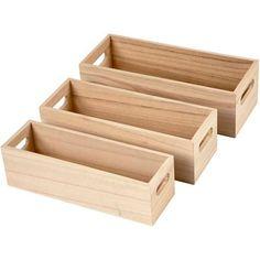 Enkla depotlådor av kejsarträ med urfrästa handtag. Set med tre storlekar. Mått på största lådan: 25x8,5x7,5 cm.