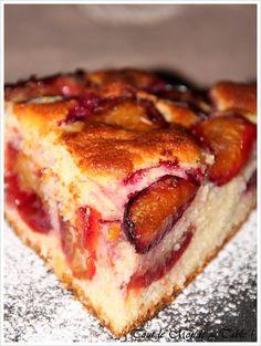 Plum cake - Everyone at the table! - - Plum cake - Everyone at the table! Rum Fruit Cake, Chocolate Fruit Cake, Fresh Fruit Cake, Fruit Birthday Cake, Fruit Wedding Cake, Pear Recipes, Cake Recipes, Fruit Cake Design, Pear Cake