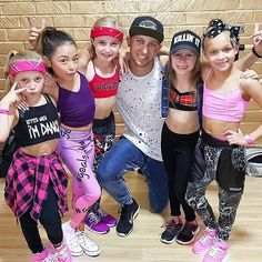 One of tge Luckiest men on earth! Surrounded by Gorgeous Gurls! PPP The ALDC minis joined Matt Steffanina for his masterclass at the ALDC LA today Beyonce Dancers, Dance Moms Dancers, Dance Mums, Dance Moms Minis, Mom Tv Show, Dance Moms Season 8, Lilliana Ketchman, Cute 13 Year Old Boys, Celebrity Singers