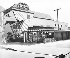 Here's a pocket of LA history I wish I hadn't missed out on: the corner of Sunset Blvd and Crescent Heights at the time when the southeast corner was home to both Schwab's pharmacy and the Googie's Coffee Shop whose quirky angles lent its name to a whole architectural style that became a distinctive addition to the Southern California landscape. Does anybody remember eating there? What was the interior décor like? Did they serve anything especially memorable?