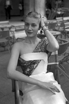 17 Vintage Photos That Have Us In A Dior Daydream - TownandCountrymag.com  Christian Dior b5e85b1ef837