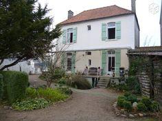 Maison de caractère avec joli jardin paysager