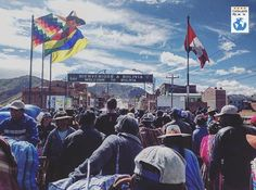 Desaguadero és una ciutat binacional ubicada al naixement del riu Desaguaderoa la frontrera entre Bolívia i Perú.  Aquesta fantàstica captura s'ha realitzat des del pont que uneix els dos països. Per la seva situació és un actiu centre d'intercanvi comercial legal però també de contraband. Moltes felicitats a: @marcgonzao  Frontera de Perú - Bolivia #bolivia #peru #desaguadero #titicaca #vscocam #erasmus #catalanspelmon #viatgersdc #travel #travelgram #fotodeldia #picoftheday #border…