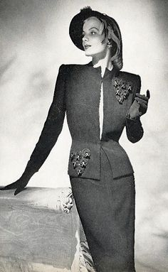 1944 Fashion Moda, 1940s Fashion, Vogue Fashion, Fashion Photo, Vintage Fashion, 1940s Dresses, Vintage Dresses, Vintage Outfits, Glamour Ladies