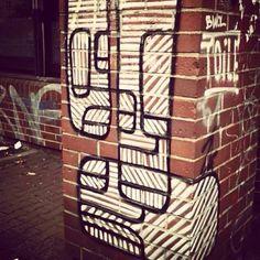 abstract heads / abstrakte köpfe - streetart 2014 @ kottbusser tor berlin - photo by ironwhy