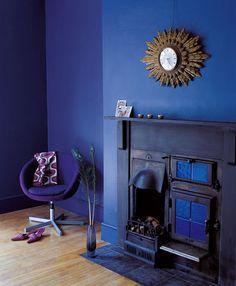 couleur-decoration-salon-peinture-mur-bleu-saphir-cheminee-bleu-royal-Astral