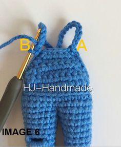 Este patrón de muñeca de crochet es uno de los patrones que me habeís pedido que traduzca. Espero qu Diy Crochet, Crochet Crafts, Crochet Doilies, Crochet Baby, Crochet Dolls Free Patterns, Doll Sewing Patterns, Doll Clothes Patterns, Crochet Doll Dress, Crochet Doll Clothes