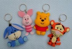 felt Winnie the Pooh and her friends Felt Diy, Felt Crafts, Diy And Crafts, Arts And Crafts, Felt Keychain, Keychains, Felt Christmas Ornaments, Felt Brooch, Felt Patterns