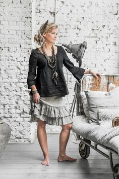 BYPIAS Linen skirt & blouse / @bypiaslifestyle www.bypias.com Photography by @paulinaarcklin