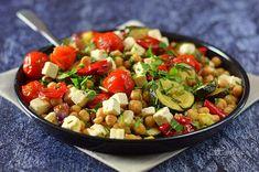 Meleg csicseriborsó-saláta 🍴 Bulgur Salad, Kung Pao Chicken, Salad Recipes, Salads, Bakery, Dinner Recipes, Chinese, Ethnic Recipes, Food