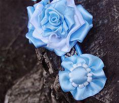 dia de la bandera argentina + art - Buscar con Google Fabric Ribbon, Special Day, Crochet Projects, 3 D, Rose, Flowers, Google, Accessories, Streamer Flowers