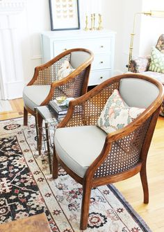Interior Room Decoration, Living Room Chairs, Interior Design Living Room, Living Room Decor, Cafe Interior, Lounge Chairs, Living Room Ornaments, Chair Makeover, Home Decor Furniture