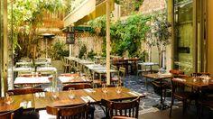 Le Square Marcadet - Paris 18e Grandes Carrières  Pour manger un morceau sur une terrasse cachée ...