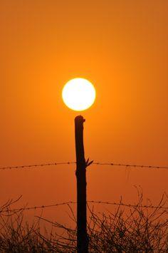 """Puesta de sol en """"Las Pircas"""", junio 2013. Chile."""