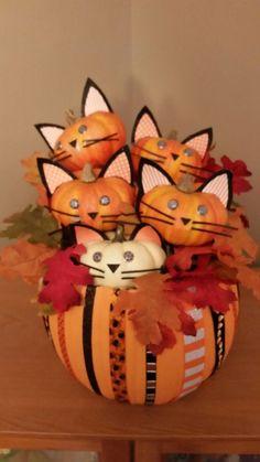 10 the latest in cat pumpkin decorations 5 Cat Pumpkin, Pumpkin Crafts, Fall Crafts, Holiday Crafts, Pumpkin Carving, Holidays Halloween, Halloween Crafts, Happy Halloween, Pumpkin Decorating Contest