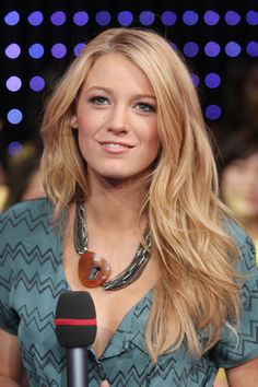 "Blake Lively Photos - (U.S. TABS OUT) Actress Blake Lively appears onstage during MTV's Total Request Live at the MTV Times Square Studios August 4, 2008 in New York City. - MTV TRL Presents The Cast Of ""The Sisterhood Of The Traveling Pants 2"""