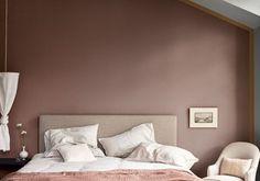 Une chambre brun cachemire et miel ambré