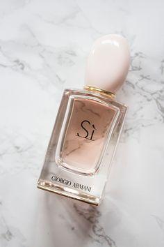 Giorgio Armani Si Parfume, this is my favorite 2018 - LadyStyle Perfume Giorgio Armani, Armani Parfum, Perfume And Cologne, Best Perfume, Perfume Bottles, Parfum Rose, Fragrance Parfum, Perfume Diesel, Make Up Inspiration