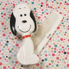 For Sale - Snoopy Brush & Comb from Avon - Get hair styling with Snoopy! This 1971 Avon original comes complete with its original comb and box. Find Snoopy and more Avon products in our shop at CollectPeanuts.com.