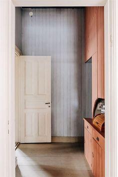 Färgstarka sommarhus - inspiration till vårt sommarhus! - Midis Interior Architecture, Interior And Exterior, Interior Design, Kitchen Interior, Colorful Interiors, House Colors, Home And Living, Tall Cabinet Storage, Beautiful Homes