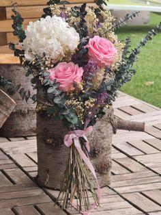ramo novia Table Decorations, Home Interiors, Floral Bouquets, Festivus, Wedding Bouquets, Vases, Roses, Dinner Table Decorations