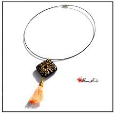 Collier pendentif pompon orange et connecteur ethnique noir et doré, bijou bohème chic : Collier par sunkris