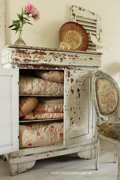 servise en brocante...chippy cabinet with antique quilts.