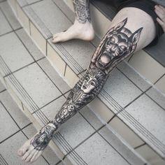 Check out this list of pretty leg sleeve tattoos for women and men. Knee Tattoo, Leg Sleeve Tattoo, Leg Tattoo Men, Back Tattoo, Dope Tattoos, Trendy Tattoos, Body Art Tattoos, Tattoos For Guys, Men's Leg Tattoos