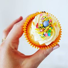 Cupcake: with Sucre Sprinkles. Lemon And Coconut Cake, Sprinkles, Frost, Cupcakes, Treats, Desserts, Sweet Like Candy, Tailgate Desserts, Cupcake