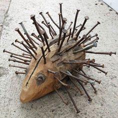 Make hedgehogs - 35 simple DIY ideas with cute grimaces- Igel basteln – 35 einfache DIY-Ideen mit niedlichen Fratzen making hedgehogs with wood and nails - Diy And Crafts, Arts And Crafts, Rock Crafts, Homemade Crafts, Clay Crafts, Felt Crafts, Metal Garden Art, Driftwood Crafts, Ideias Diy