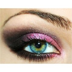 This eye makeup is a nice for competition. Smokey eye can make cheerleading competition makeup simple and cute.