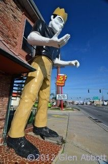 Roadside Attractions — Massive Muffler Man Monument in Metairie, LA New Orleans Architecture, Downtown New Orleans, Song Of The South, New Orleans Mardi Gras, Hotel Motel, Roadside Attractions, Do You Know What, Lsu, New Day