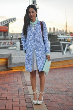 FASHION BLOGGER NICOLE WARNE BREAKS WITH TRADITIONAL FASHION RULES AND MIXES GREEN AND BLUE IN A FEMININE AND FLOATY WAY.