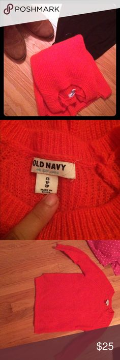 Old Navy cropped sweater! This sweater is in amazing condition! Been worn maybe 3 times. selling because I haven't worn it in over a year. It is super soft and cozy. slightly cropped. size is more a small than an xs. Any questions? just ask!                                       👍🏽Trades👍🏽Ⓜ️👎🅿️🅿️ Old Navy Tops