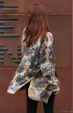 Marine porte une veste en lin avec empreintes de feuilles d'érable et de rouille